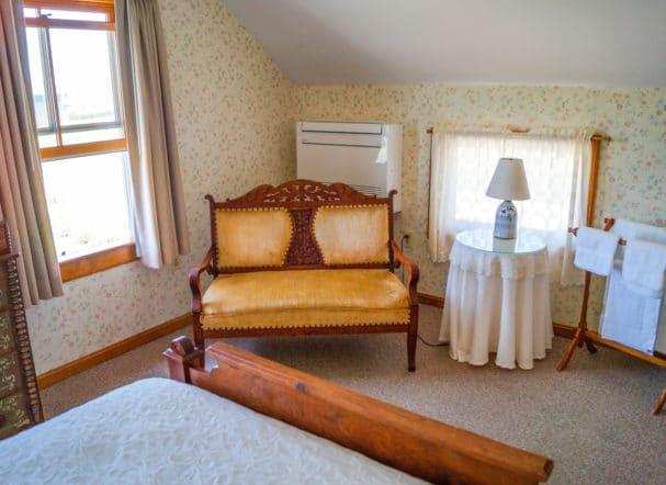 Room 6 Queen Bed