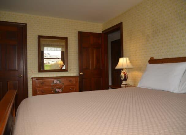 Queen Bedroom pic 2