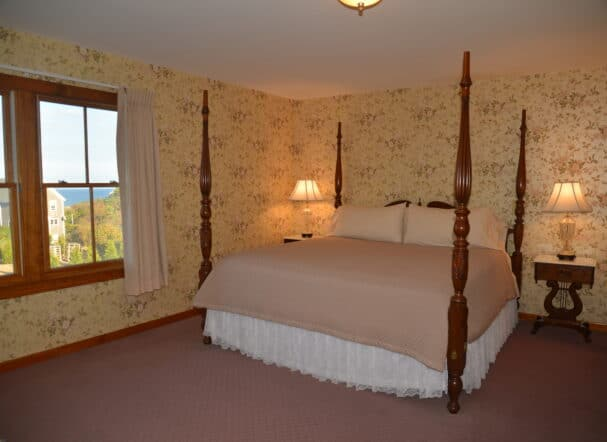 Room 10 King Bed
