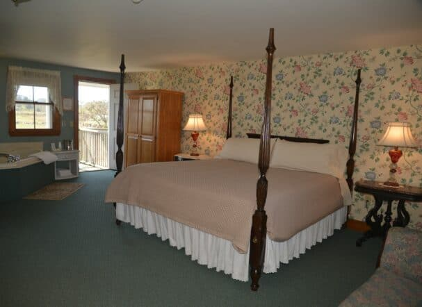 Room 14 King Bed
