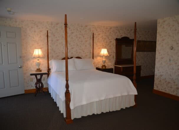 Room 15 Queen Bed