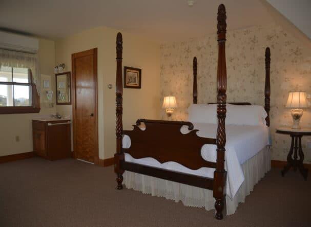 Room 16 Queen Bed