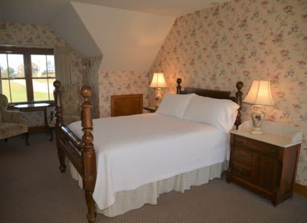 Room 18 Queen bed