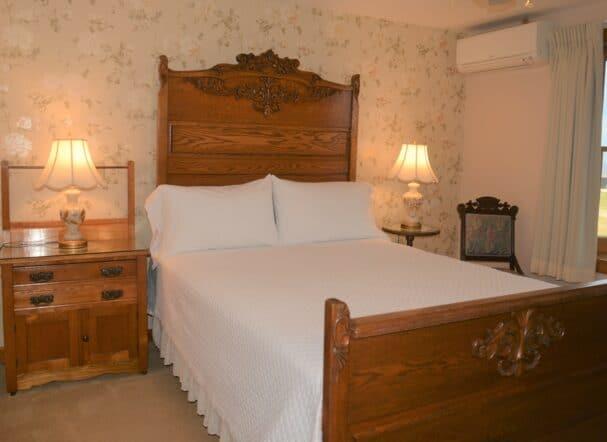 Room 2 Queen bed
