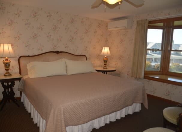Room 5 .